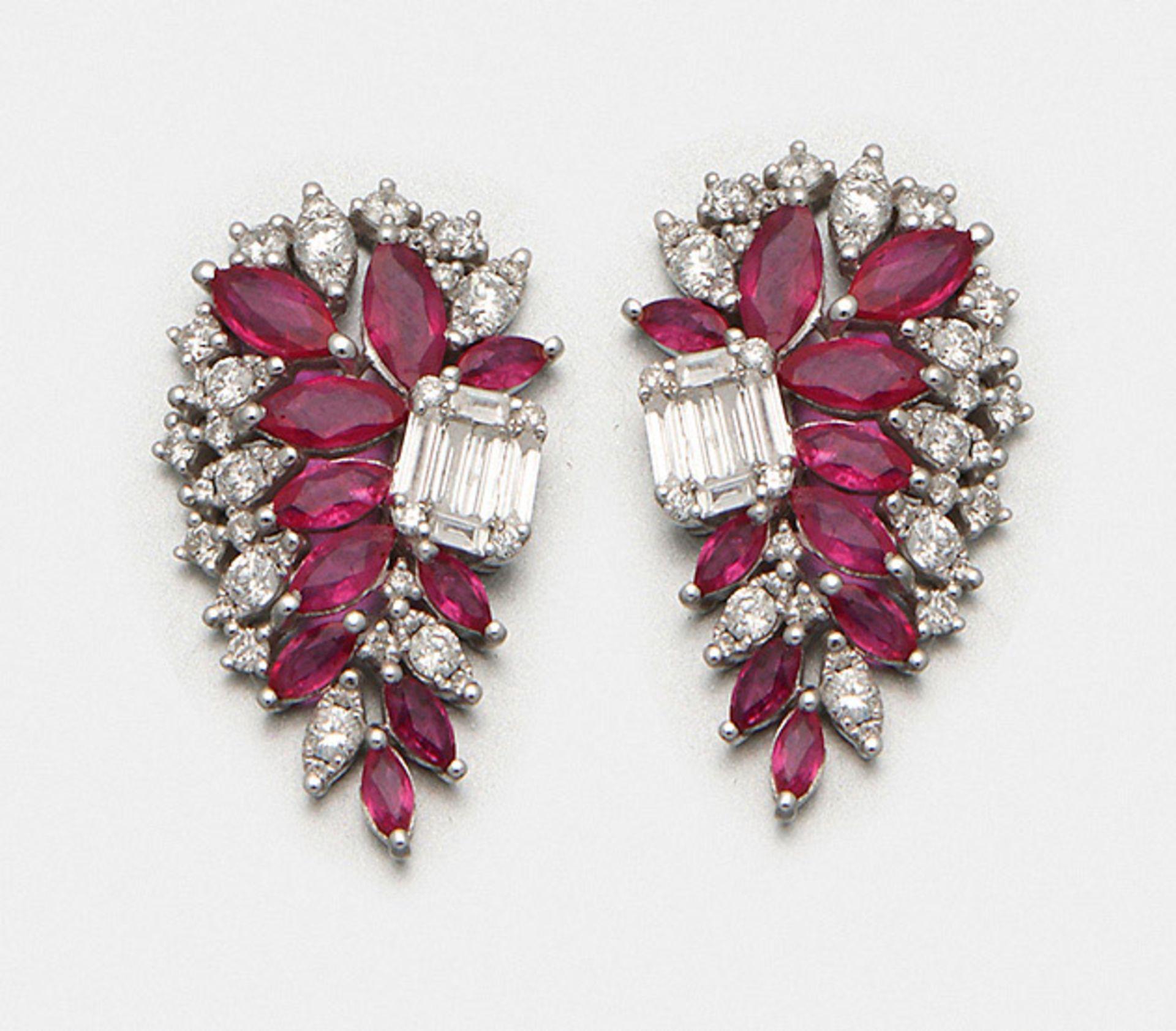 Paar Rubinohrringe im glamourösen Stil der 40er Jahre