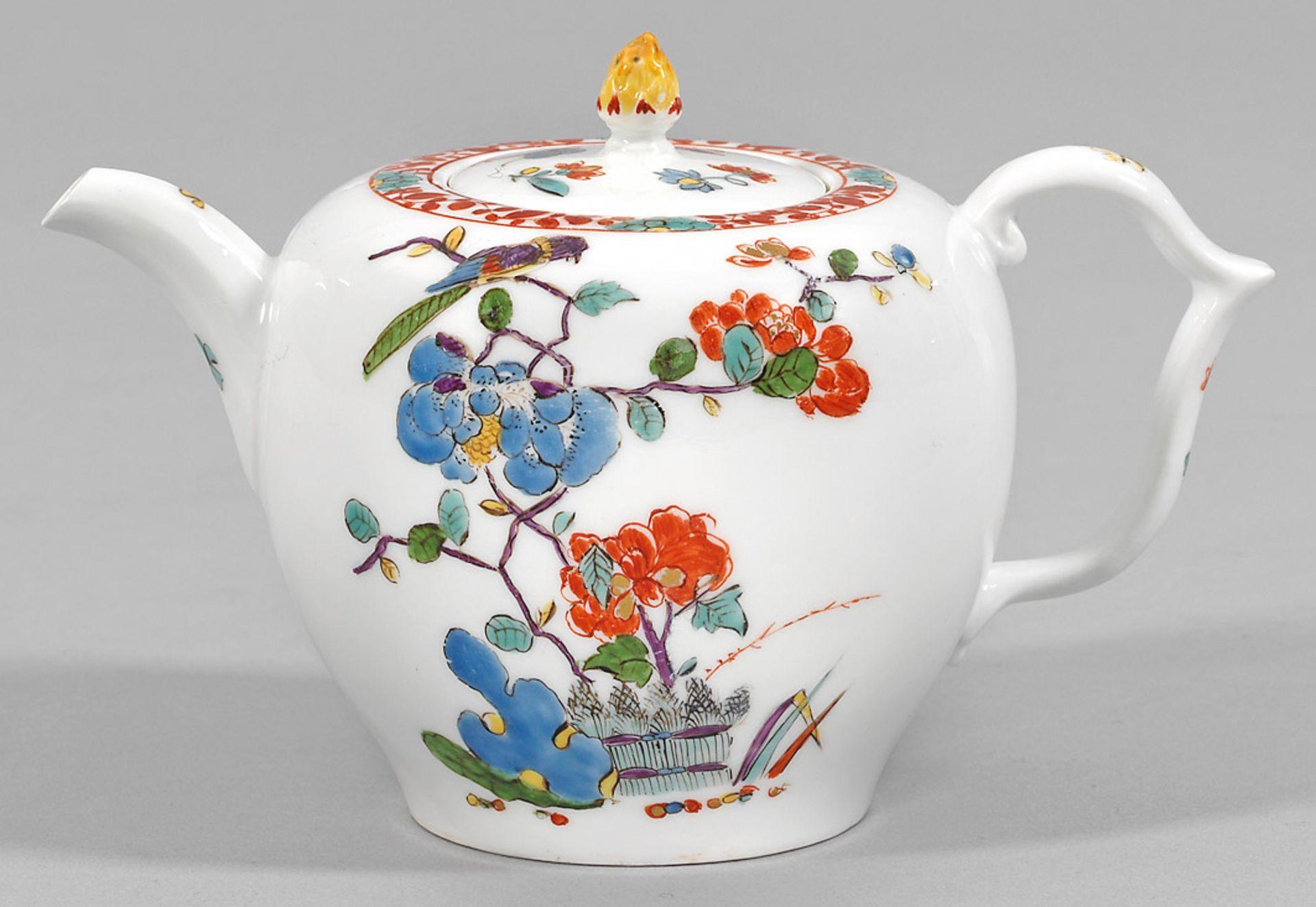 Kleine Teekanne mit Kakiemondekor