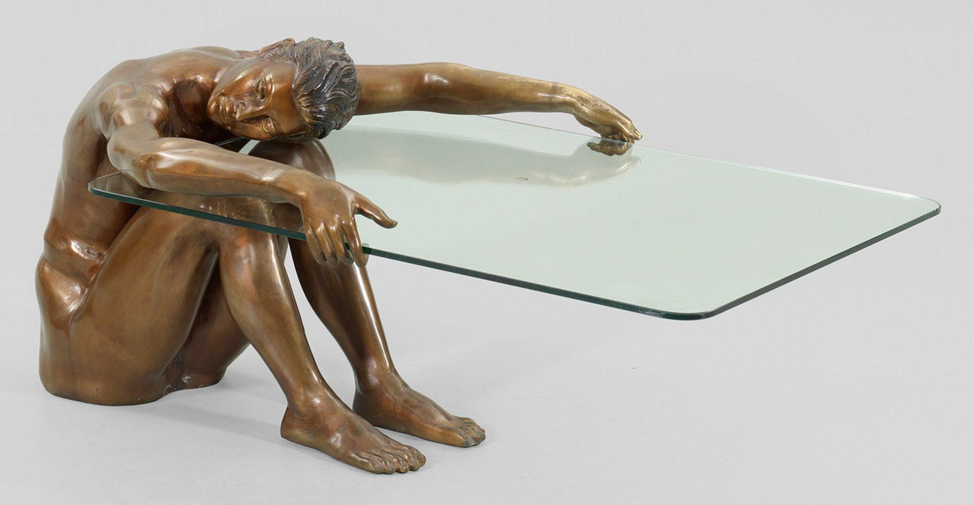 Couchtisch mit Bronze-Figur