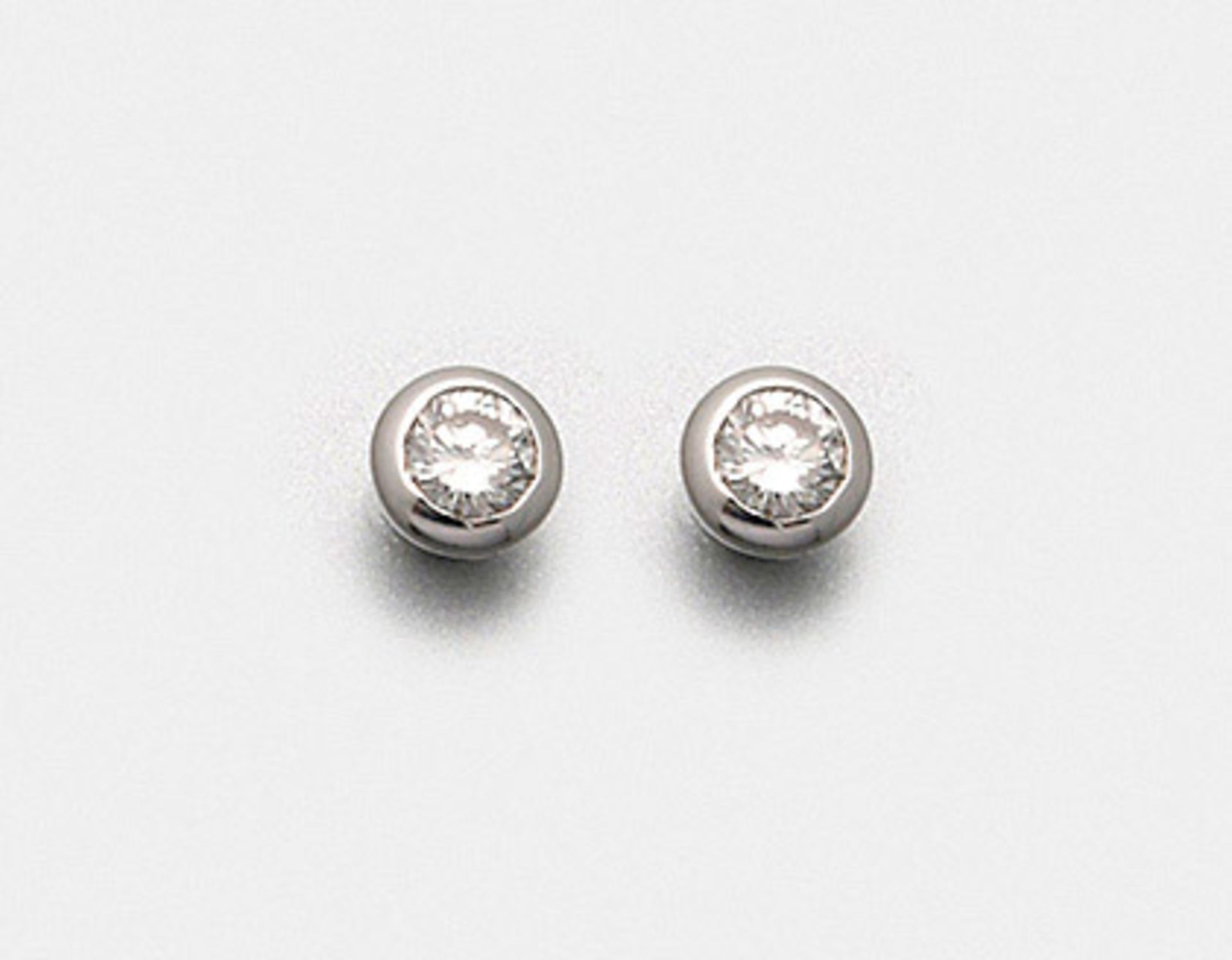 Paar klassische Brillant-Ohrringe