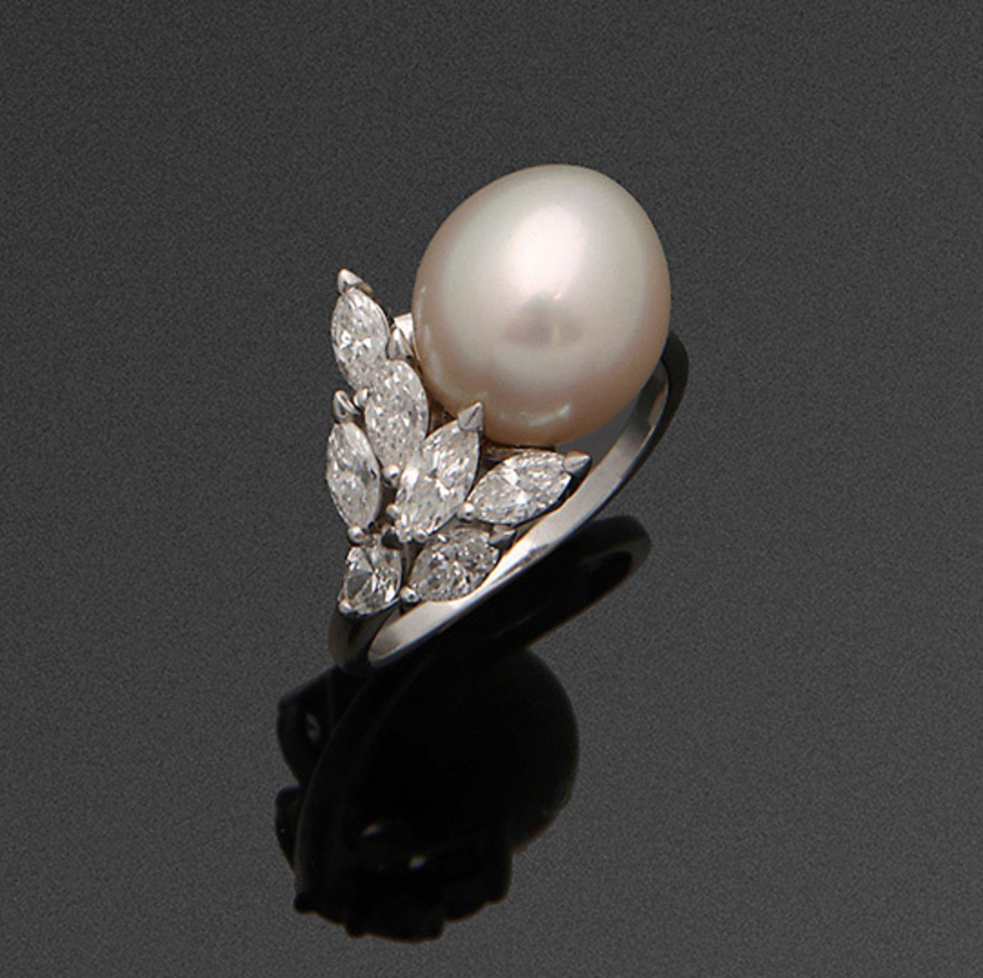 Eleganter Südsse-Perlring mit Diamanten