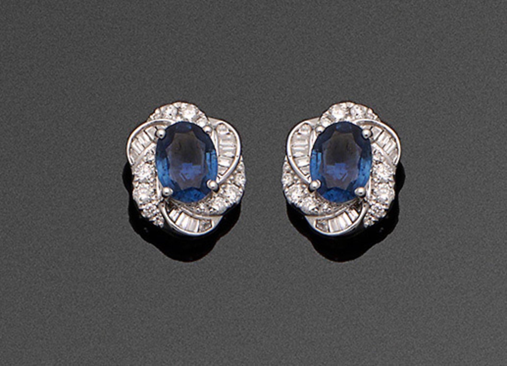 Paar elegante Saphir-Diamantohrringe
