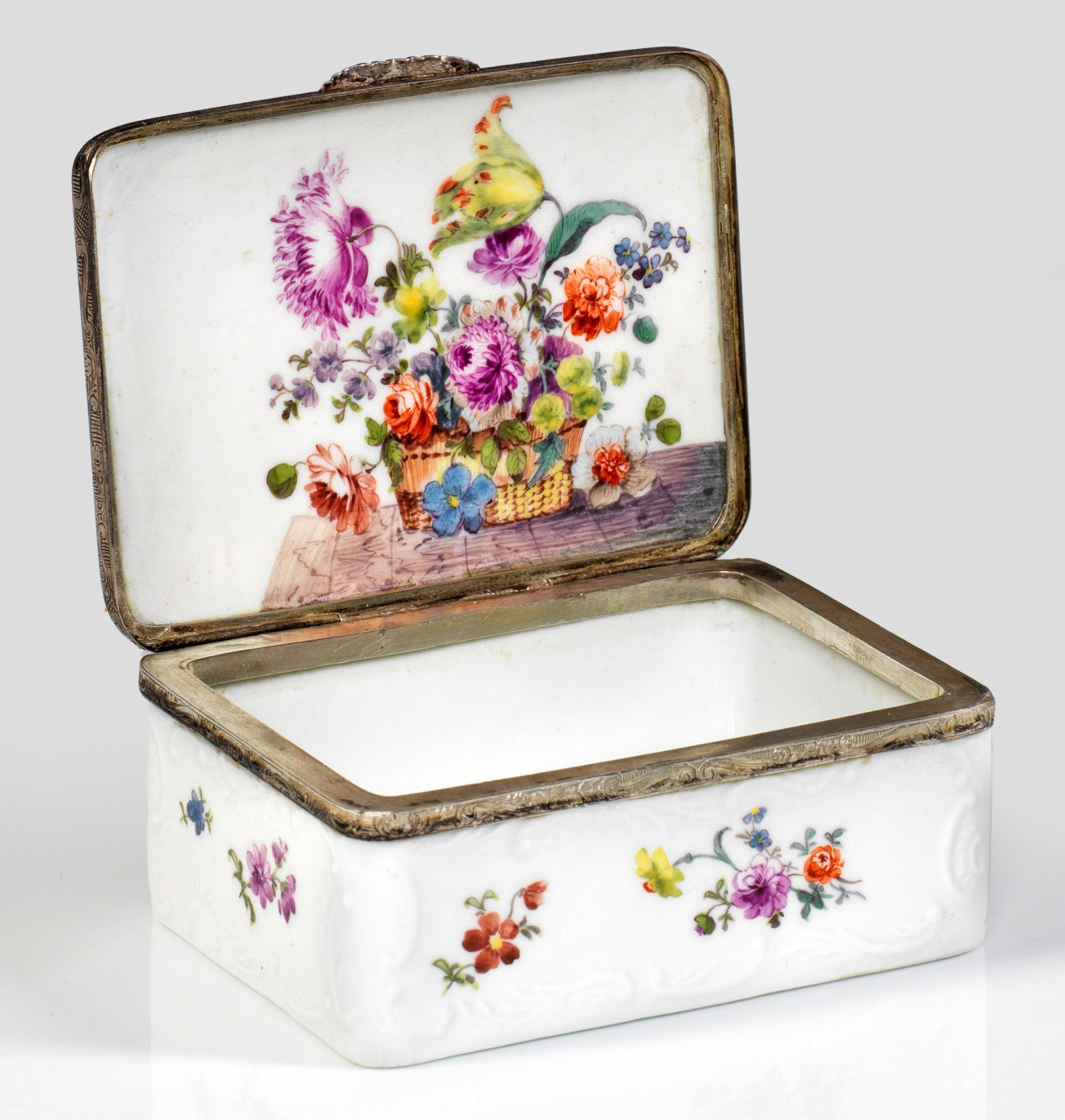 Tabatiere mit Blumendekor