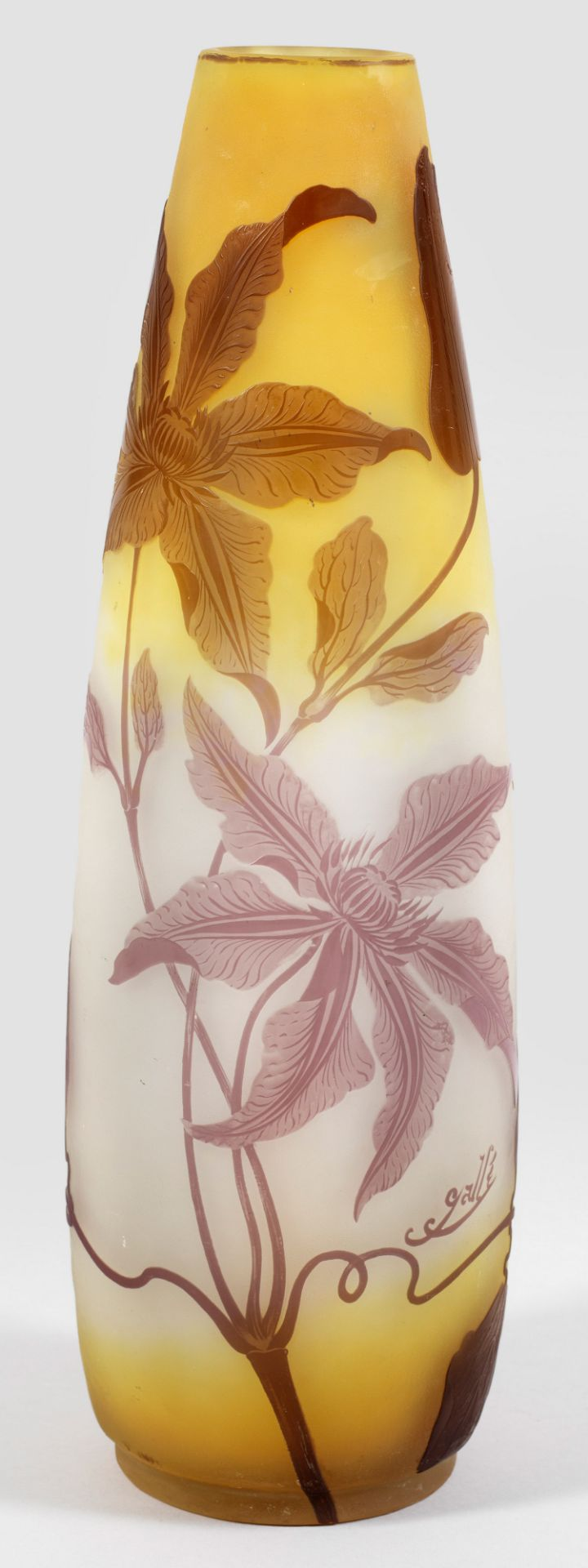 Große Gallé-Vase mit Clematis-Dekor