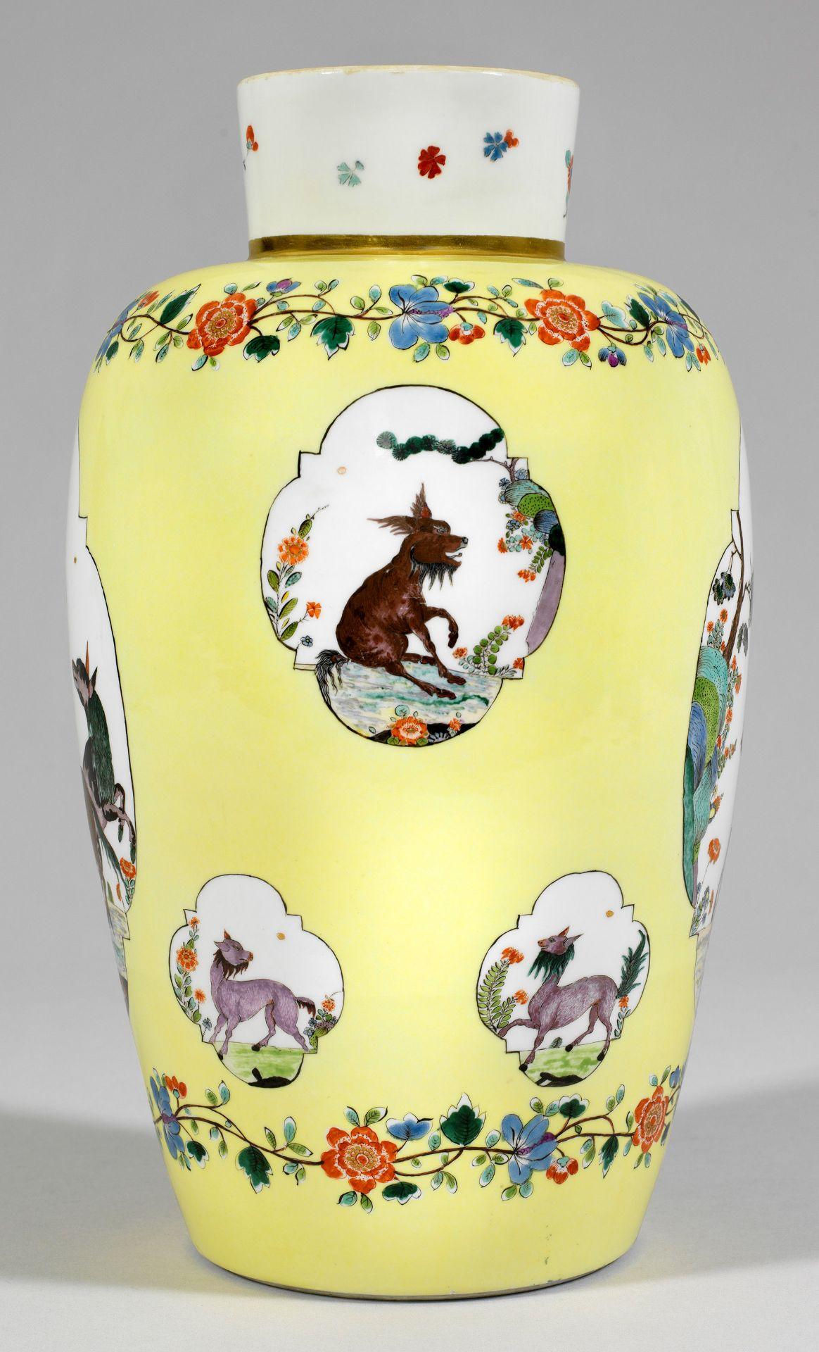 """Bedeutende museale """"Augustus Rex""""-Vase mit Fabeltierdekor - Bild 3 aus 5"""