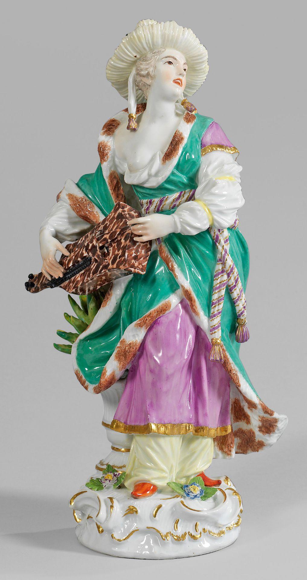 Große Figur einer musizierenden Malabarin