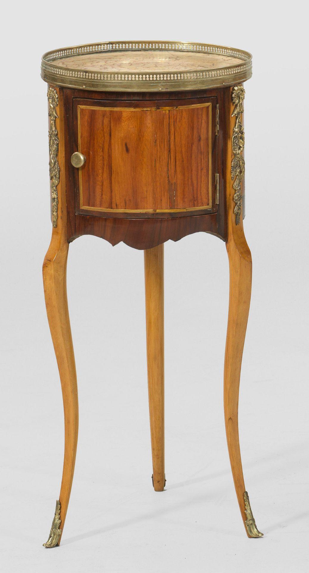 Louis XVI-Trommelschränkchen