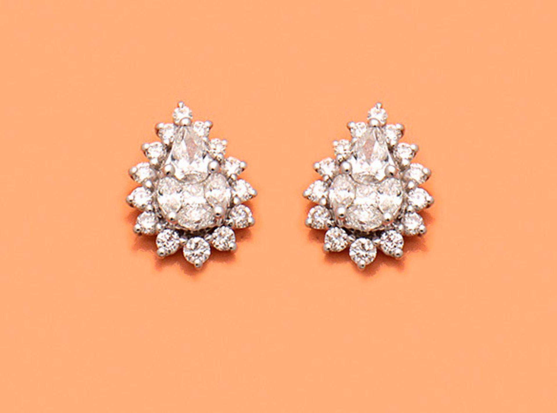Paar hochfeine Diamant-Ohrringe