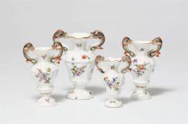 Vier Miniaturvasen in drei Größen
