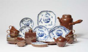 Tee- und Schokoladenservice mit kapuzinerbraunem Fond