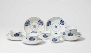 Sechs Koppchen und Untertassen mit chinoisem Motiv