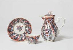 Kanne und Koppchen mit chinoisem Dekor