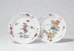 Zwei Teller mit chinoisem Dekor