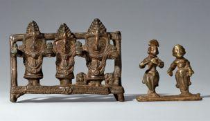 Zwei kleine Figurengruppen. Kupferlegierung. Indien, verschiedene Regionen. 18./19. Jh.