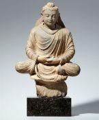 Buddha Shakyamuni. Grauer Schist. Pakistan, Gandhara. 2./3. Jh.