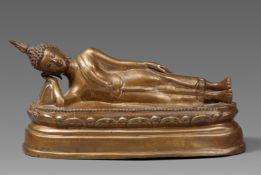 Ruhender Buddha. Gelbguss. Thailand. 19. Jh.