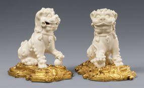 Paar blanc de Chine-Löwen in französischer Ormolu-Montierung. Dehua. Kangxi-Periode (1662-1722)