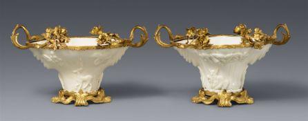 Zwei blanc de Chine-Becher in Ormolu-Montierung. Dehua. Kangxi-Periode (1662-1722)