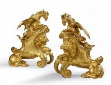 Paar Kaminböcke mit liegenden Löwen und Drachen