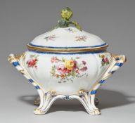Pot à oille 'Saxe' d'un service des bouquets de fleurs
