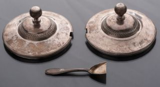 Nice pair of silver jammers lids, beautiful models French Restoration period 1830. Weight 72 g,