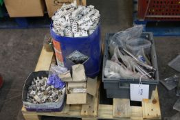 Pallet of yarn guides and winding parts