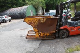 Fork truck mounted tipping skip