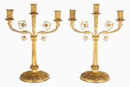 2 3-armige Leuchter, Bronze, vergoldet, 19. Jh., auf verziertem Rundsockel, leichte Alterungsspuren,