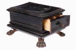 Standfuß mit Schublade aus Holz, mit 4 Tatzenfüßen, als Sockel für Figur o.ä., 19. Jh., leicht