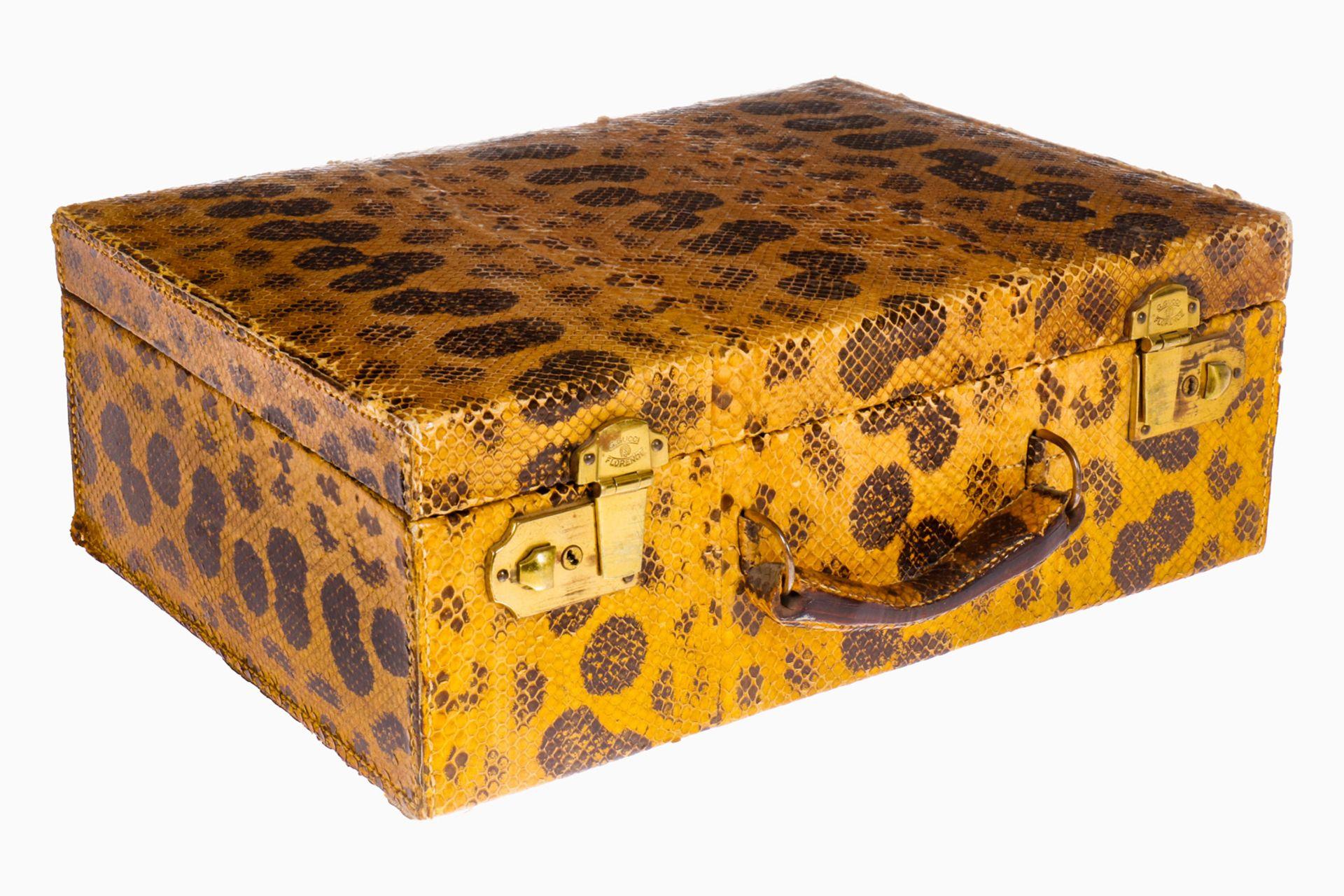 Gucci Schmuckkoffer, bezogen mit Schlangenhaut, Inneneinrichtung aus Leder, mit doppeltem Boden,