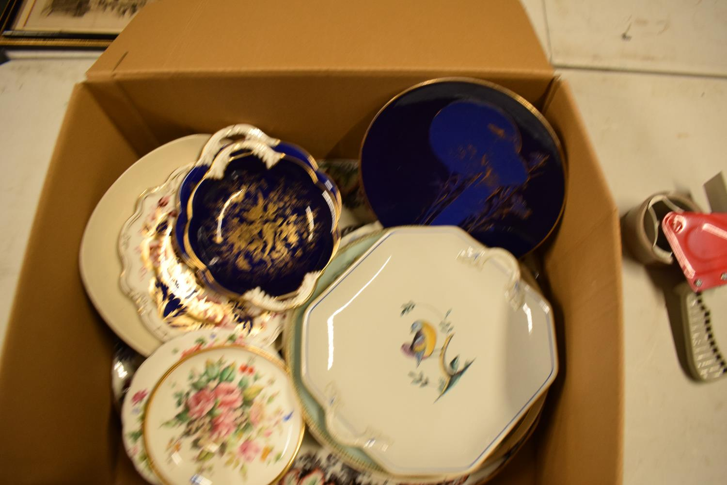 A mixed collection of items to include a parasol, Carlton Ware, Aynsley etc Condition is mixed. No - Image 4 of 4