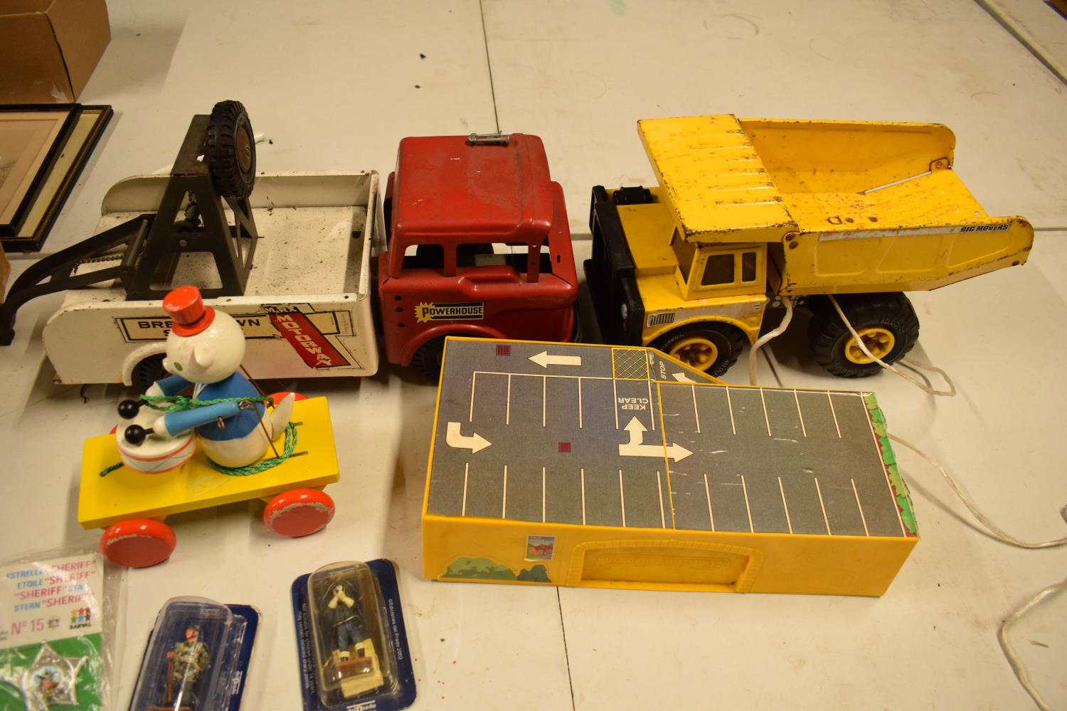 A mixed collection of vintage toys to include dumper trucks, Codeg Melody Bells etc Condition is - Image 2 of 5