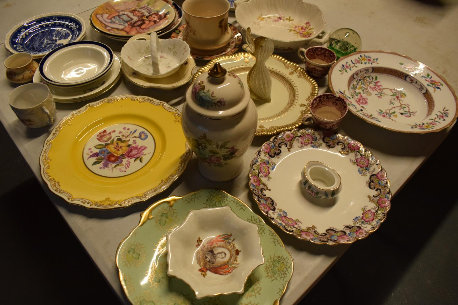 A mixed collection of items to include Caithess, Spode, Sadler, Worcester etc Condition is mixed. No - Image 3 of 3
