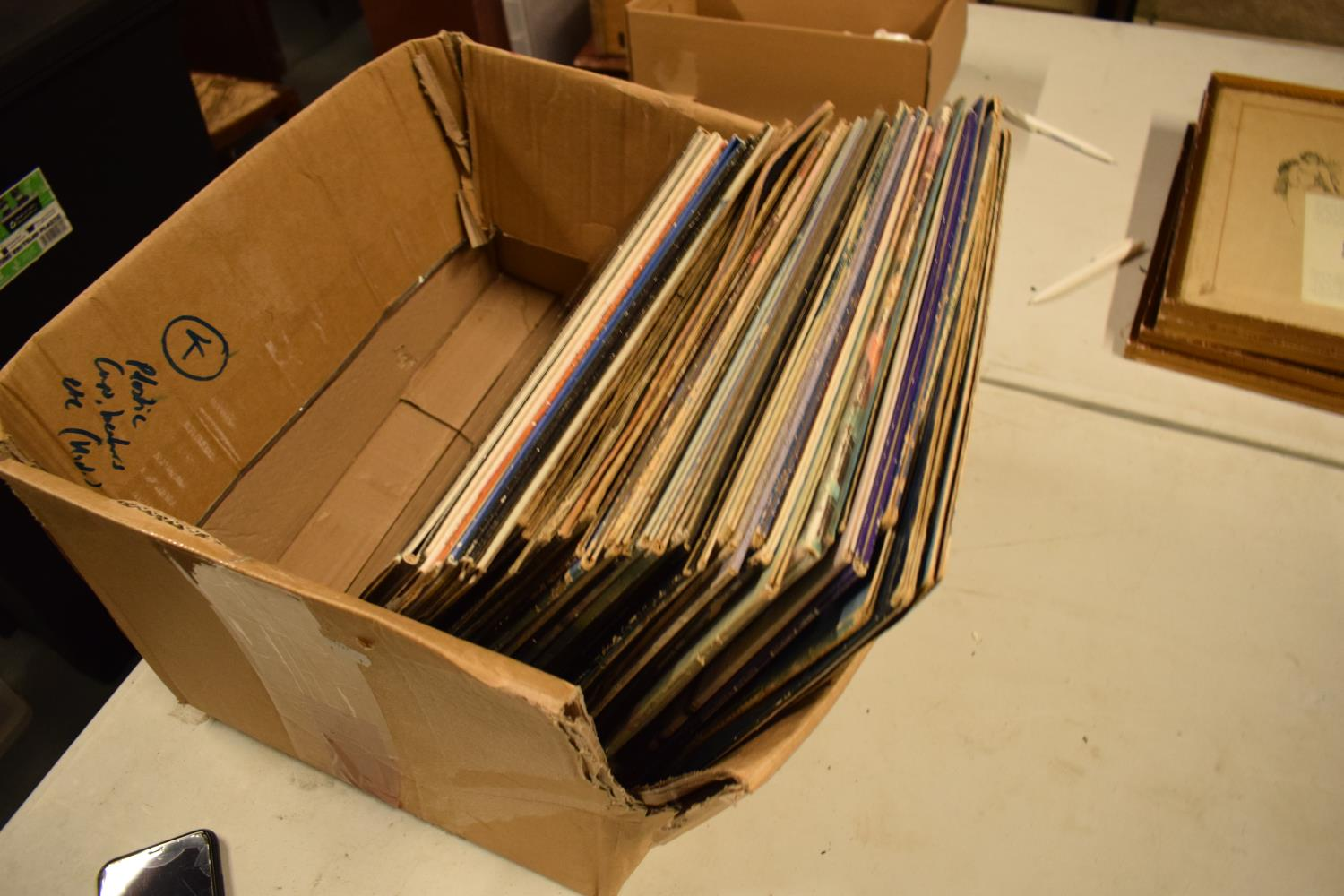 A varied of collection of vinyl records to include easy listening, 80s, rock, blues etc (100+) In - Image 6 of 6