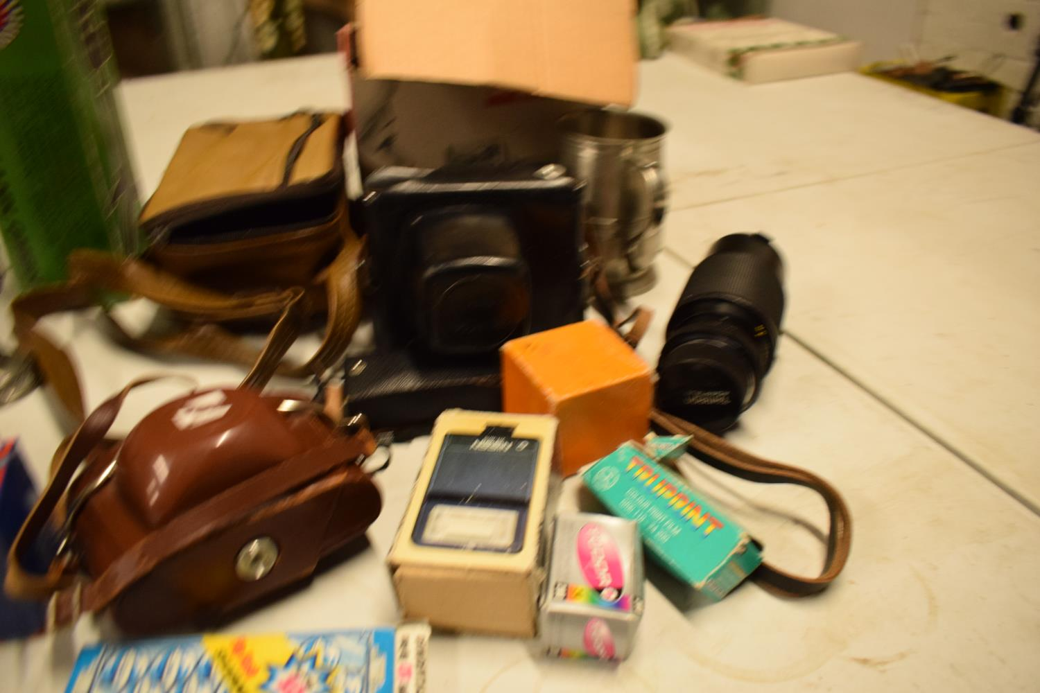 A mixed collection of items to include camera equipment, tankards, novelty cigarette dispenser etc - Image 4 of 4