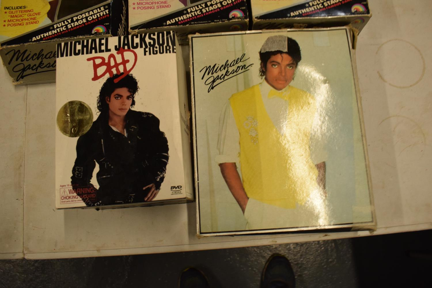 A collection Michael Jackson figures and toys to include 'BAD' figure, electronic microphone and - Image 3 of 9