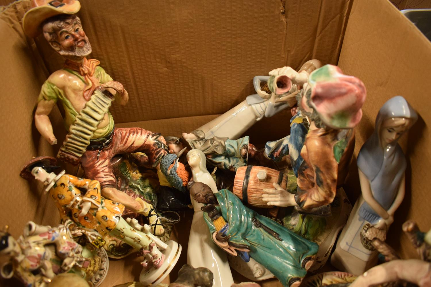 A mixed collection of items to include: Capi di MOnte figures and similar items (mostly damaged) - Image 2 of 3