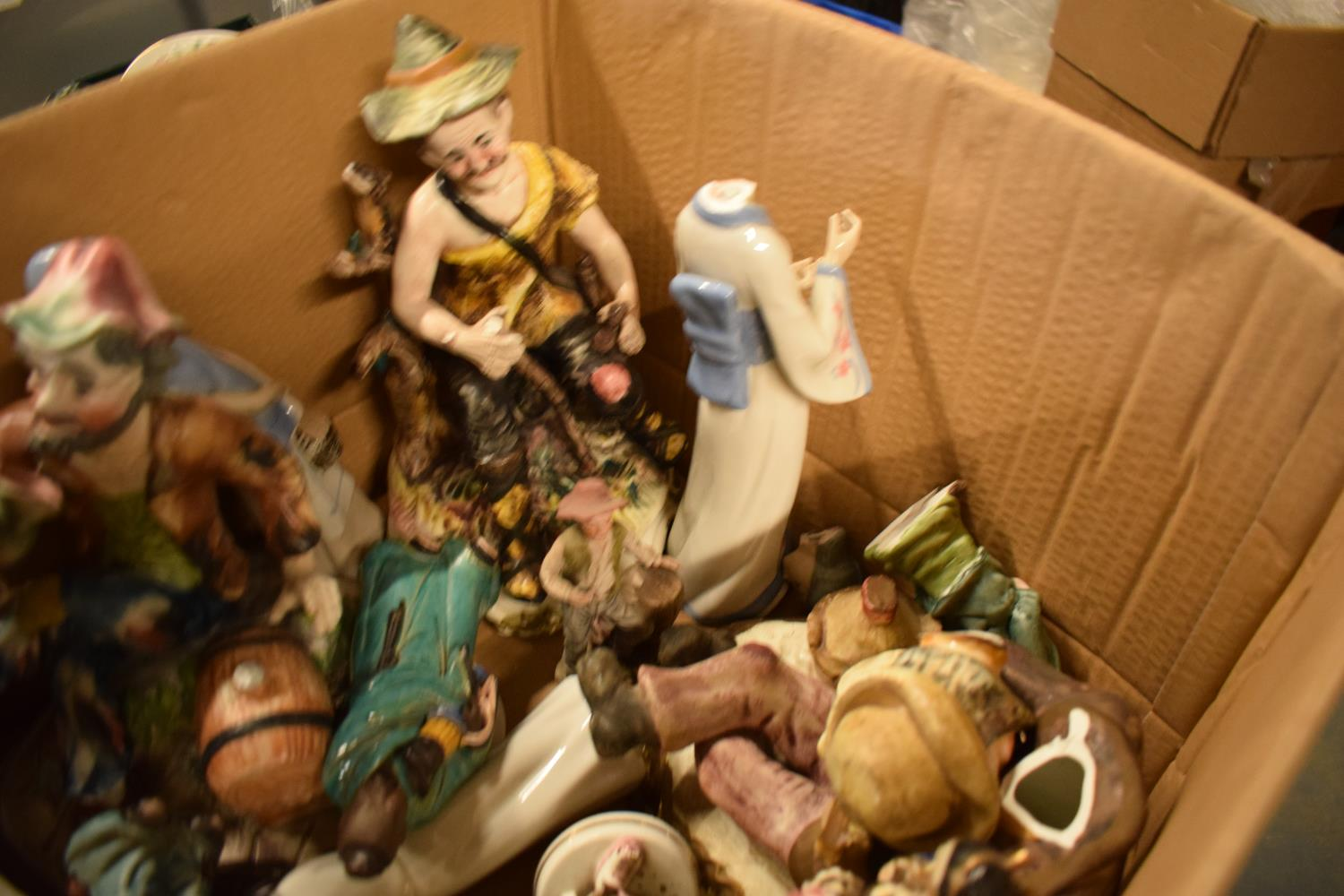 A mixed collection of items to include: Capi di MOnte figures and similar items (mostly damaged) - Image 3 of 3