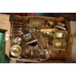 A collection of metalware to include silver plate toast rack etc