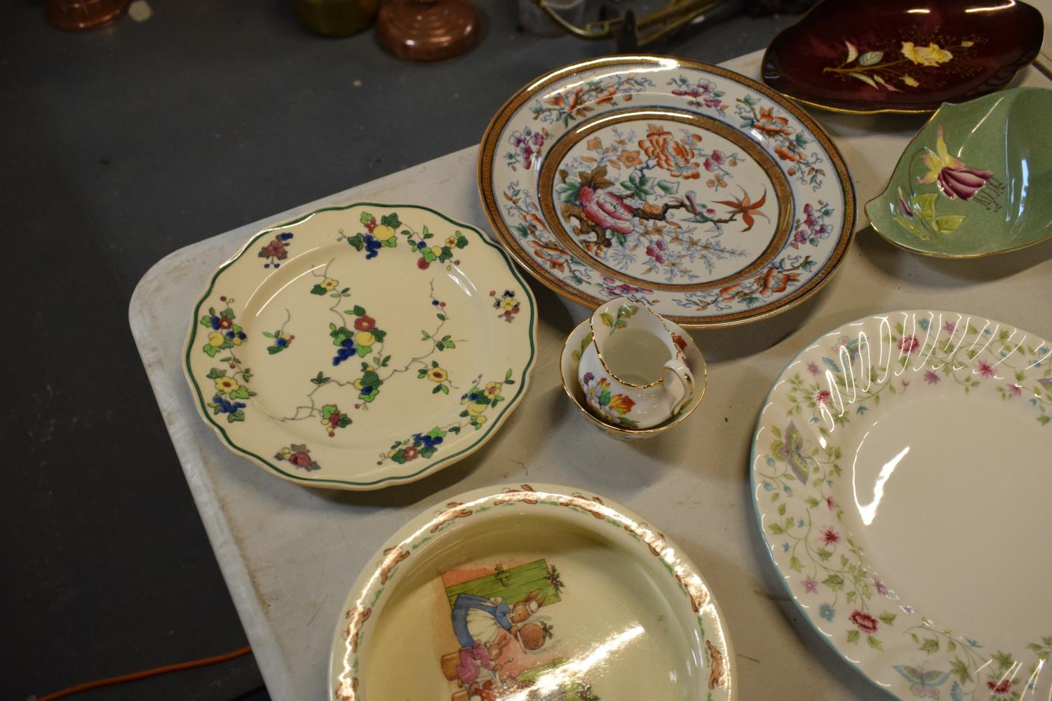 A mixed collection of items to include Minton dinner plates, Royal Doulton, Carlton Ware etc. Please - Image 7 of 8