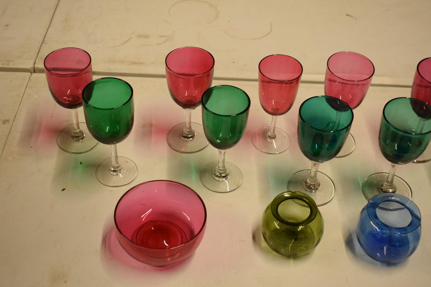 A collection of various coloured 20th glass to include wine glasses of different sizes, bowls etc ( - Image 5 of 10