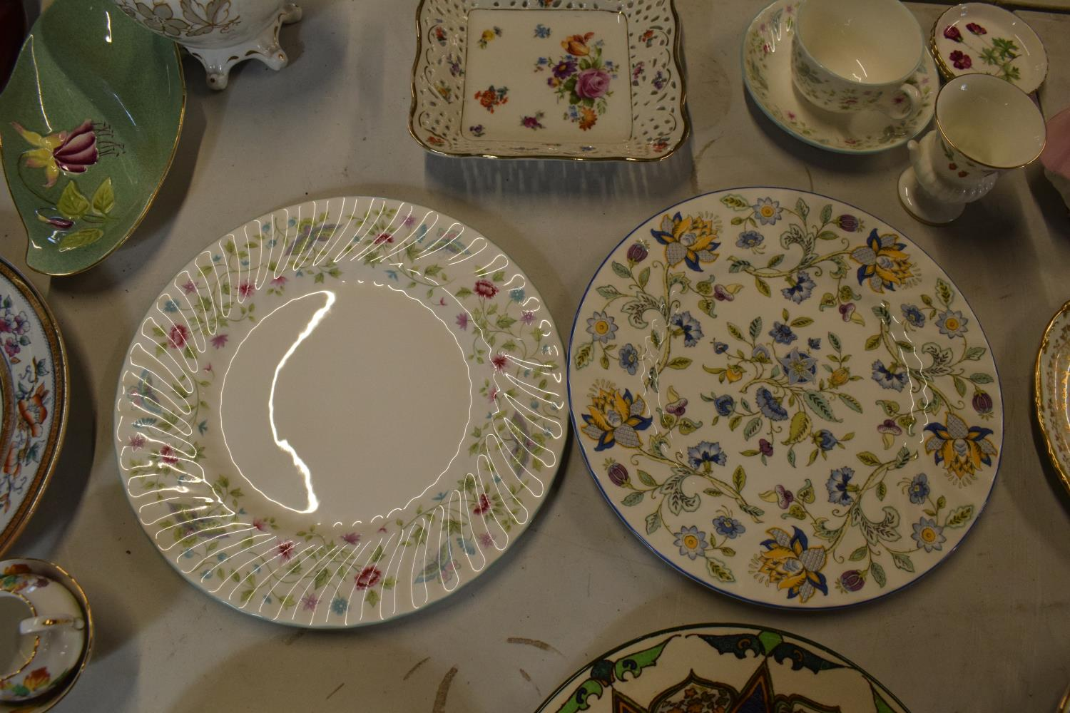 A mixed collection of items to include Minton dinner plates, Royal Doulton, Carlton Ware etc. Please - Image 5 of 8