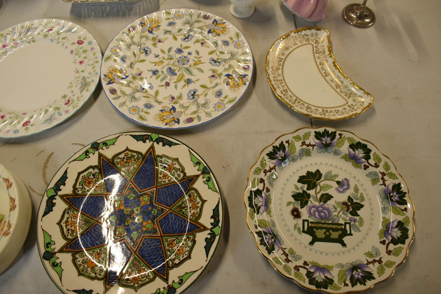 A mixed collection of items to include Minton dinner plates, Royal Doulton, Carlton Ware etc. Please - Image 4 of 8