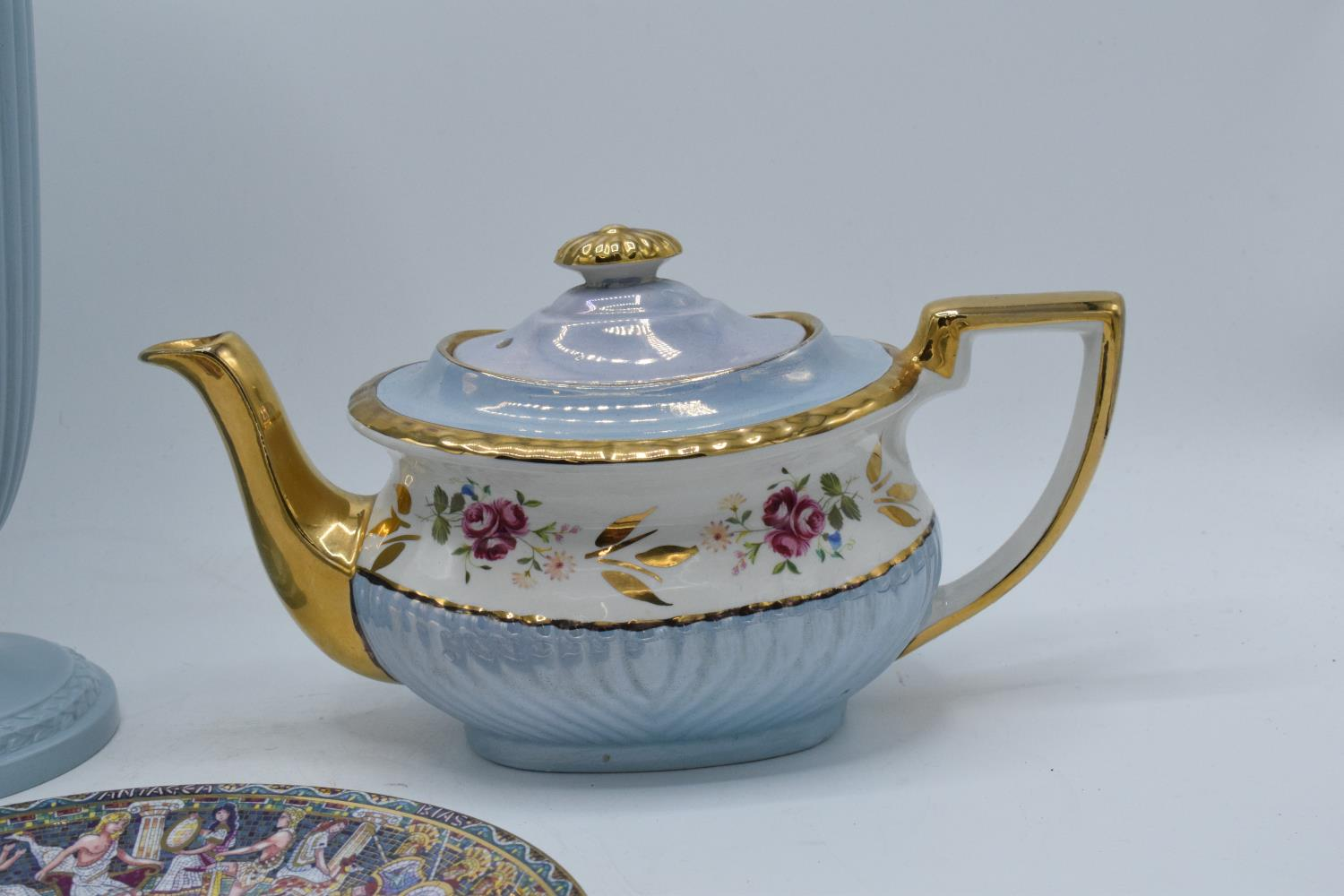 A collection of items to include a large Wedgwood Queensware vase, a Royal Worcester plate of - Image 3 of 4