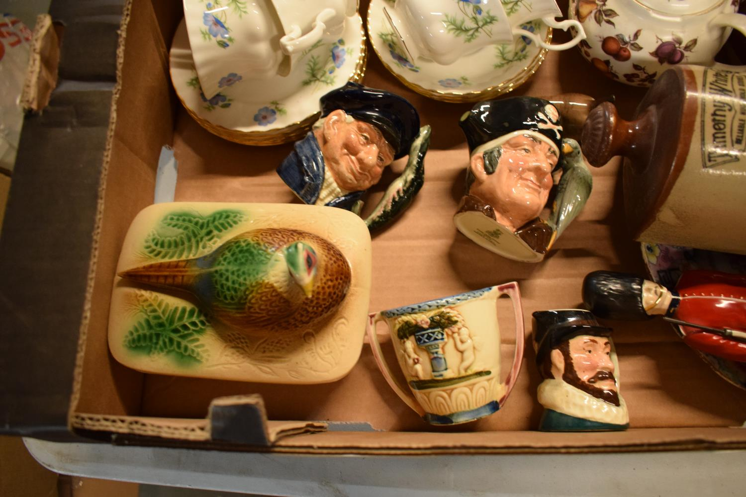A mixed collection of items to include a Coalport figure of a Grenadier Guard af, Doulton - Image 4 of 5