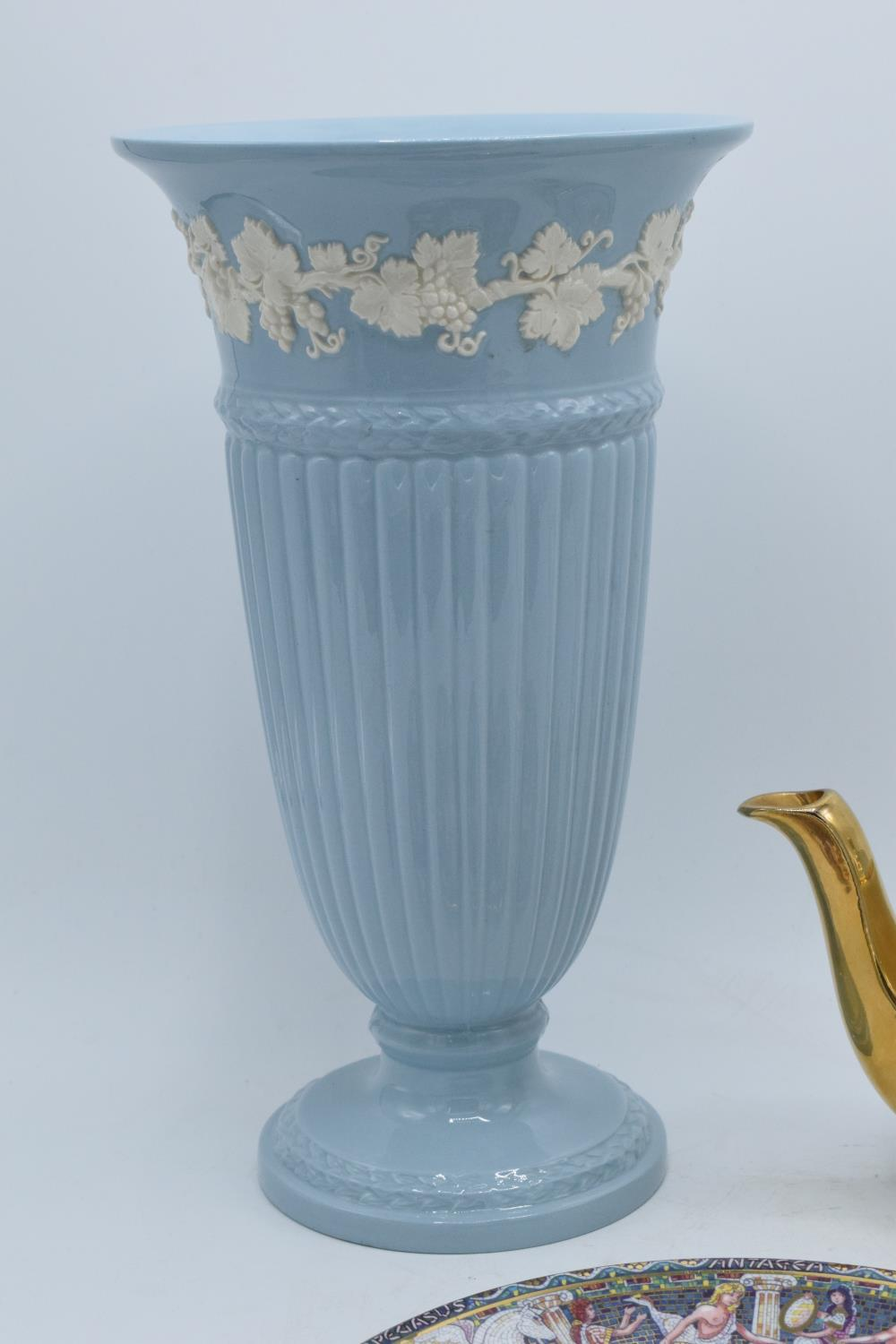 A collection of items to include a large Wedgwood Queensware vase, a Royal Worcester plate of - Image 2 of 4