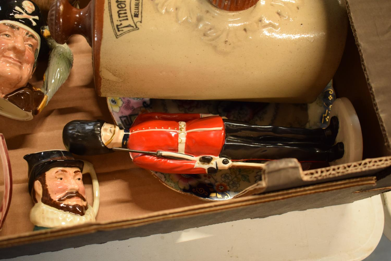 A mixed collection of items to include a Coalport figure of a Grenadier Guard af, Doulton - Image 5 of 5