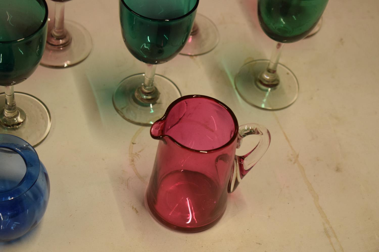 A collection of various coloured 20th glass to include wine glasses of different sizes, bowls etc ( - Image 9 of 10