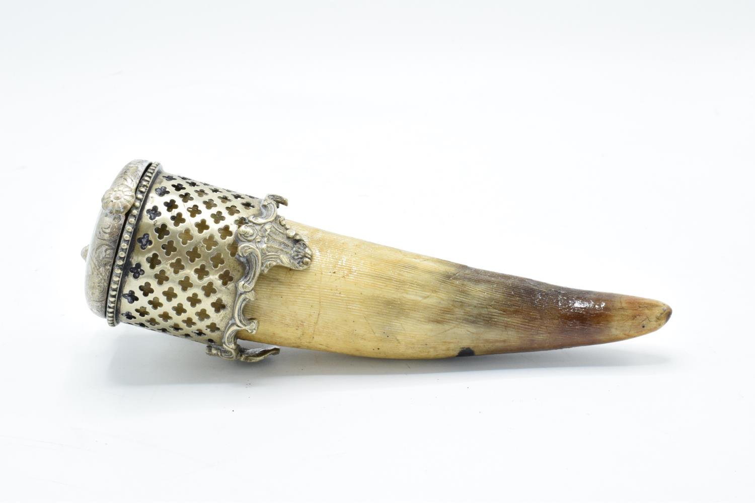 An unusual horn snuff mull/ box with a silver plate lid section and ornate mount. In good - Image 4 of 5