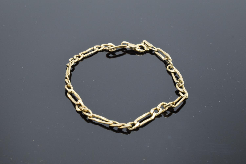 9ct hallmarked gold link bracelet, 19cm in length. 1.9 grams
